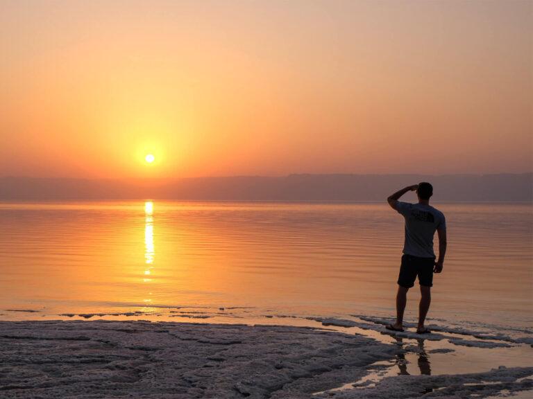 Povești de călătorie: De ce în Iordania nu înoți în Marea Moartă unde te taie capul